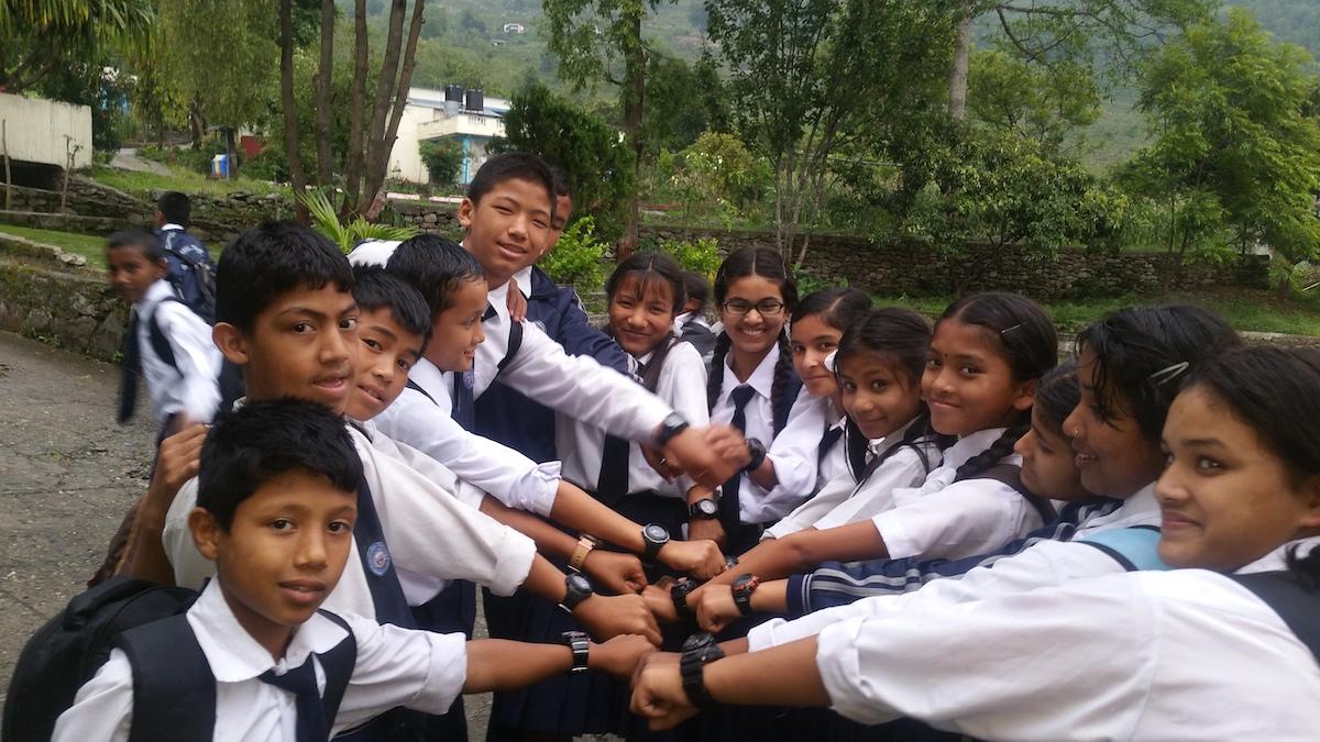 Solar-Armbanduhren für jedes Kind im Kinderdorf