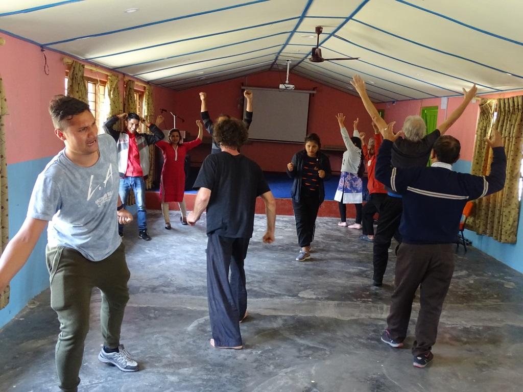 Lehrer beim Impro-Theater Training